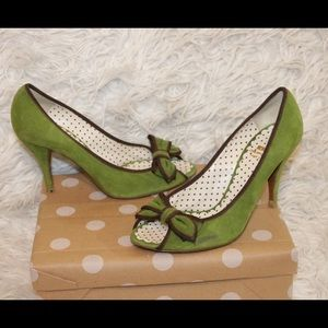 MOSCHINO CHEAP AND CHIC Green Peep Toe Bow Pumps